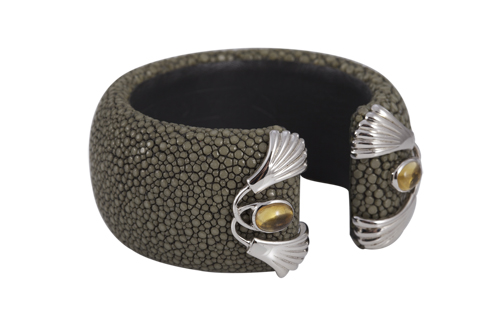 PADDED BANGLE  30mm in stingray silver patterns.