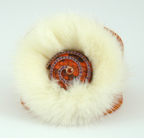 BANGLE WITH FURS AND STONES .