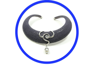 STRINGRAY PADDED CHOKER SILVER ENDS AND SILVER PENDANT