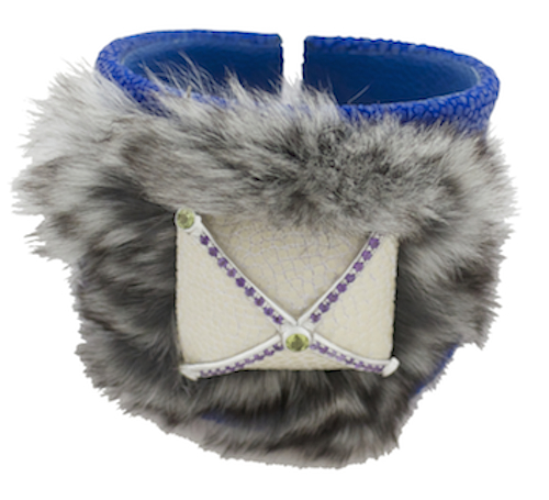 BANGLE WITH FURS AND STONES.